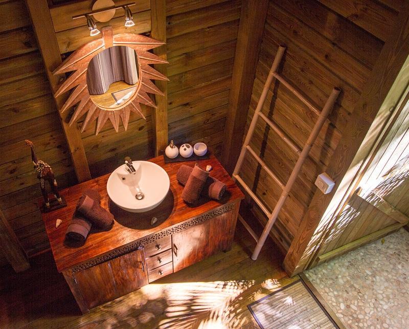 Location de g te deshaies en guadeloupe au jardin des for Cabane de jardin originale